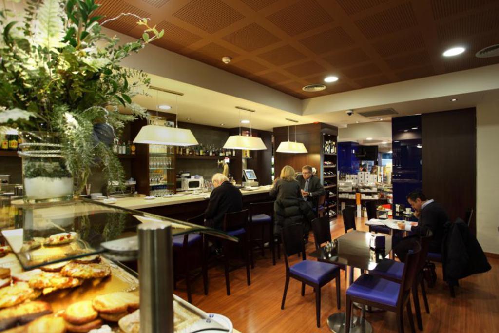 Proyectos instalaciones de alimentos panader as y hosteleria - Mobiliario de cafeteria ...